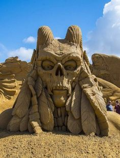 An evil sand sculpture Fun Fotos, Cool Pictures, Funny Pictures, Random Pictures, Horse Movies, Funny Photoshop, Photoshop Actions, Snow Art, One Pic