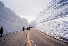 Japão Alps 20-meter-high snow corridor by Ryu Photo Studio, via Flickr