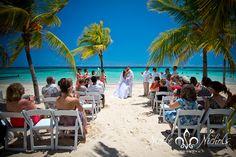 Beautiful beach wedding! Destination wedding at Riu Resort in Ocho Rios, Jamaica by Nicole Nichols Photography #wedding #beach #Jamaica