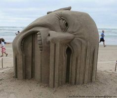 Funny pictures about Sand sculpture. Oh, and cool pics about Sand sculpture. Also, Sand sculpture. Sculpture Textile, Sculpture Art, Art Bizarre, Art Plage, Image Tumblr, Tableau Design, Ice Art, Snow Sculptures, Snow Art