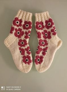 Knitting Projects, Knitting Patterns, Learn How To Knit, Marimekko, Knitting Socks, Sock Shoes, Yarn Crafts, Knit Crochet, Arts And Crafts