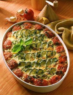 Fragrant from the oven: zucchini gratin Vegetable Recipes, Vegetarian Recipes, Healthy Recipes, Pizza Recipes, Zucchini Gratin, Unprocessed Food, Bariatric Recipes, Health Eating, Healthy Cooking