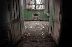 Ospedale Psichiatrico di Volterra, a former psychiatric hospital in Tuscany, Italy, was once home to more than mental patients. Derelict Buildings, Old Buildings, Abandoned Asylums, Abandoned Places, Haunted Pictures, Haunting Photos, Psychiatric Hospital, Insane Asylum, Abandoned Hospital