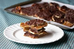 Caramel Chocolate Pretzel Bark - livelovepasta