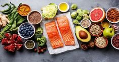 We looked into the research and asked doctors about the best foods to eat to lower high cholesterol without medication. Here, the 10 best foods to eat and how to add them to your diet. Salud Natural, Natural Detox, Omega 3, Dieta Hcg, Dietas Detox, Body Detox, Arthritis Diet, Arthritis Symptoms, Gout Diet