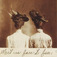 vintage everyday: The Beauty of Edwardian Women – Charming Photos of 'Ladies from the Back' in the Antique Photos, Vintage Pictures, Vintage Photographs, Old Pictures, Vintage Images, Old Photos, Vintage Ideas, Vintage Postcards, Edwardian Era