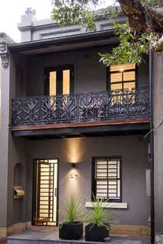 Things To Keep In Mind Before Considering Home Renovation Contract – Home Dcorz Victorian Homes, House Front, Victorian Terrace House, Exterior House Colors, House Styles, Apartments Exterior, House Painting, Terrace House Exterior, Terrace House