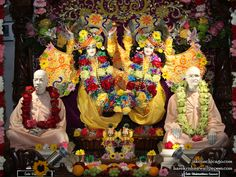 http://harekrishnawallpapers.com/sri-sri-gaura-nitai-with-acharyas-iskcon-chicago-wallpaper-004/