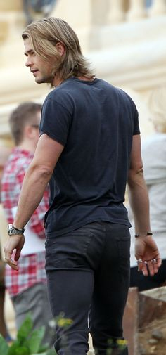 Chris Hemsworth ~Not sure if I put this anywhere else already, but a.s.s.~