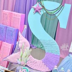 Found this beautiful idea for a mermaid theme party. Just gorgeous 😍 Mermaid Birthday Decorations, Mermaid Theme Birthday, Little Mermaid Birthday, Little Mermaid Parties, Mermaid Baby Showers, Baby Mermaid, Sofia Mermaid, Barbie Birthday Party, 2nd Birthday Parties
