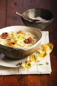 Lauchsuppe mit Käse und Fleischbällchen   http://eatsmarter.de/rezepte/lauchsuppe-mit-kase-und-fleischballchen