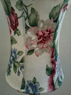 NO Sew Lamp shade recover tutorial Recover Lamp Shades, Bedside Lamps Shades, Wall Lamp Shades, Custom Lamp Shades, Painting Lamp Shades, Modern Lamp Shades, Painting Lamps, Light Shades, Cover Lampshade