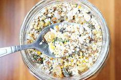 Semințele, nucile și polenul sunt surse extraordinare de hrană, mai ales în perioada posturilor. O singură mână ne poate oferi o mulțime de nutrienți care induc sațietate, scad colesterolul și tensiunea arterială, combat inflamațiile, previne bolile cardiovasculare și întăresc imunitatea. Snack Recipes, Snacks, Good To Know, Natural Remedies, Ale, Oatmeal, Vegetables, Breakfast, Health