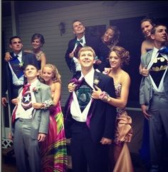 Cute ideas for prom pictures! Prom Photos, Prom Pictures, Prom Pics, Senior Pictures, Graduation Pictures, Graduation Ideas, Couple Pictures, Teenager Outfits, Teenager Posts
