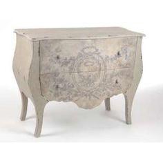 Coup de coeur pour cette commode au charme authentique des meubles Amadeus en vente chez le revendeur, le grenier de Juliette
