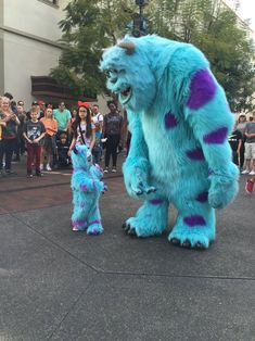 Monsters Inc sully and mini sully Animals For Kids, Baby Animals, Cute Animals, Cute Little Baby, Baby Kind, Cute Baby Pictures, Disney Pictures, Baby Costumes, Toddler Costumes
