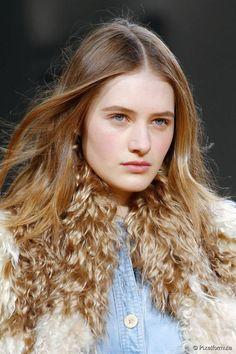 Say Hello to Plexiglass Hair Coloring Technique!