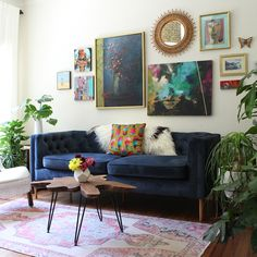 Based in Austin Texas, Kristin Laing Design offers photoshoot styling, interior decor and styling, and e-design services. Small Living, Living Area, Lounge Ideas, Retro Chic, Service Design, Love Seat, Interior Decorating, Couch, Interiors