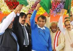 #Suresh_Prabhu flags off 4 Trains using RailTel Service - http://www.vishwagujarat.com/business/suresh-prabhu-flags-off-4-trains-using-railtel-service/