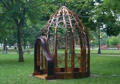 Pianista Observatorium by Michael Frasinelli. Made from 3 pianos. Eleven feet tall. I saw this in 2009 in Worcester, MA.