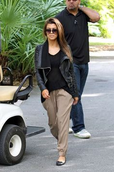 Kourtney Kardashian PERFECT travel outfit: harem pant, flats, tee, blazer, and shades for warding off paparazzi (;