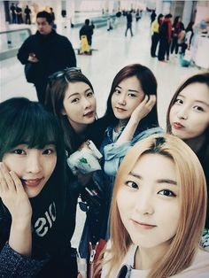 Kpop Girl Groups, Korean Girl Groups, Kpop Girls, Crazy Girls, These Girls, Heo Ga Yoon, Kim Hyuna, Group Pictures, Cube Entertainment