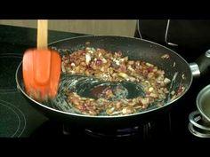Junte a fome com a vontade de cozinhas e veja como se prepara um bom medalhão suíno ao molho escuro.