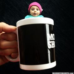 Baby Mugging: the latest photo fad creates illusions of babies peeking out of mugs in a deliciously adorable way! Baby Pictures, Cute Pictures, Family Pictures, Cute Kids, Cute Babies, Babies Stuff, Kid Stuff, Internet Trends, Perspective Photography