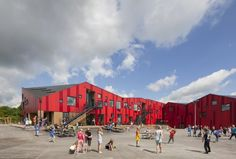 The Vibeeng School designed by Arkitema Architects is a primary school that integrates sustainability and pedagogy in a low energy class 1 school. The school is characterized by its playful red facade, external educational zones and a roof that. Public Architecture, Colour Architecture, Education Architecture, Architecture Details, Primary School, Elementary Schools, Secondary Schools, Urban Design Diagram, Public Space Design