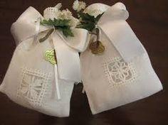Risultati immagini per sacchettini portaconfetti ricamati a punto d'Assia