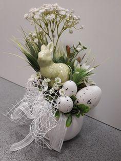 Easter Dishes, Easter Eggs, Easter Egg Designs, Easter Crafts, Happy Easter, Memorial Day, Floral Arrangements, Bouquet, Spring