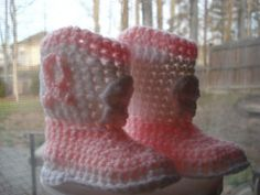 Any toddler, girl or boy, would look too cute walking around in these crocheted Cowboy Boots. This is a great free crochet pattern for new moms to make!