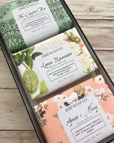 Handmade Soap 413697915772354544 - Handmade Soap Gift Set Source by ronyakj Handmade Soap Packaging, Packaging Box, Pretty Packaging, Beauty Packaging, Cosmetic Packaging, Handmade Soaps, Soap Packing, Savon Soap, Soap Labels