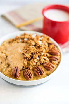 This protein pumpkin oatmeal with egg whites is loaded with pumpkin flavor and protein. The secret is whipping egg whites into the oats while they cook! Egg White Oatmeal, Oatmeal And Eggs, Pumpkin Oatmeal, Pumpkin Granola, Healthy Pastas, Healthy Foods To Eat, Healthy Eating, Healthy Snacks, Oatmeal Recipes