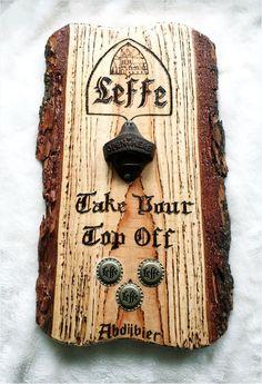 """Wandbord van ruw hout met schors, voorzien van een roestige gietijzeren flesopener. In het hout is het """"Leffe""""-logo gebrand met tekst. De bierdoppen zijn magnetisch en dienen als opvang voor de doppen. Het bord is afgelakt als bescherming tegen weersinvloeden. Het bord kan ook voorzien worden van andere logo's b.v. automerk of gepersonaliseerd met naam, initialen of bedrijfslogo. Pet Store, Bottle Opener, Deco, Seeds, Decor, Deko, Decorating, Decoration"""