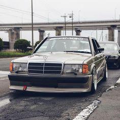 Mercedes Benz World, Mercedes Benz 190e, Mercedes 190, Modern Classic, Classic Cars, Mercedes Benz Wallpaper, Daimler Benz, Luxury Cars, Dream Cars