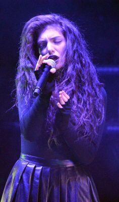 Listening to Pure Heroine, I feel like Lorde came out of my headphone and became my bestfriend for about an hour.