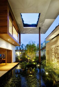 The Meera House is an exceptional contemporary home in Singapore, designed by Guz Architects. Located on the island of Sentosa, very close to Singapore, the Meera House was built on a relatively small lot, with neighbouring houses being very close to this residence.