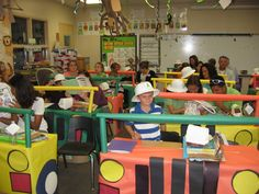 Buzzing About Second Grade: The Learning Safari! I would do this for the teacher desk rather than the students' desks. Rainforest Classroom, Jungle Theme Classroom, Classroom Desk, Preschool Classroom, Classroom Themes, Kindergarten, Safari Jeep, Class Teacher, Teacher Stuff