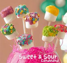 Cute idea for covering styrofoam for cake pops. Also a cute simple colored candy-coating covered marshmallow idea. Snacks Für Party, Party Treats, Holiday Treats, Holiday Fun, Party Fun, Party Favors, Festive, Cake Pops, Marshmallow Pops