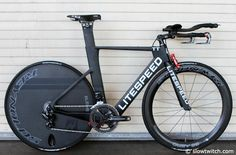 When we took the pictures of the Litespeed bike it still had the TT name on the top tube, but the frame featured on the Litespeed website actually says Blade.