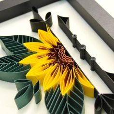 Quilling Flower Designs, Quilling Flowers, Paper Quilling Cards, Quilling Art, Paper Sunflowers, Paper Roses, Diy Quilling Projects, Paper Plate Art, Paper Towel Crafts