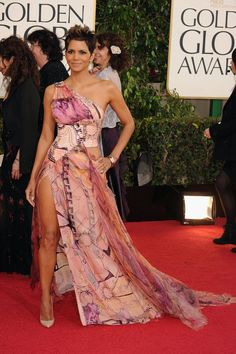 Halle Berry on the Golden Globes Red Carpet 2013
