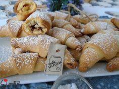 Zrób to smacznie : SZYBKIE KRUCHE ROGALIKI Polish Recipes, Pretzel Bites, Doughnut, Bread, Cookies, Food, Kuchen, Crack Crackers, Biscuits