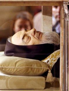 The remains of Padre Pio will leave the southern town of San Giovanni Rotondo on February 3 to go on display in Rome as part of the special Jubilee year of the Roman Catholic Church, the Capuchin minor brothers said Monday. Religion Catolica, Catholic Religion, Catholic Saints, Roman Catholic, Catholic Prayers, Incorruptible Saints, Paranormal, St Pio Of Pietrelcina, Blessed Mother