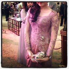 Vera Kebaya Vera Kebaya, Kebaya Dress, Batik Dress, Dream Dress, Beautiful Dresses, Evening Dresses, Queen, Costumes, Traditional