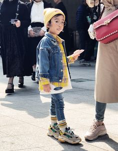 Kids Street Style at Seoul Fashion Week - Little Fashion - Kids Style Vintage Kids Fashion, Kids Fashion Show, Black Kids Fashion, Little Fashion, Toddler Fashion, Fashion Week, Boy Fashion, Fashion Spring, Fashion Trends
