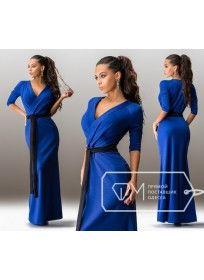 Длинное трикотажное платье с поясом