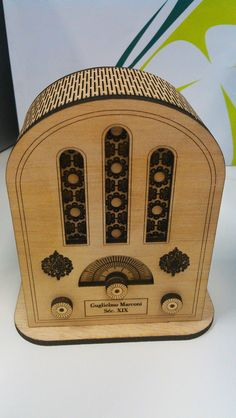 3D Old Radio Front. www.orientategeocachingshop.pt