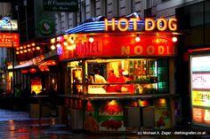 HOT DOG | Würstelstand in neuem Design. Vienna, Noodle, Hot Dogs, Broadway Shows, Neon Signs, Restaurants, November, Design, Noodles